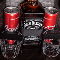 fxKGtDw2-The-Jerry-Can-Bar-Spirit-of-the-Real-Man-original-gift-for-man-geshenk-fur-mann-darcek-pre-muza-800px-black-glass.jpeg